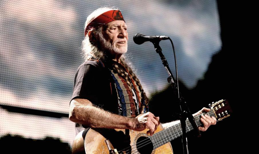 Willie Nelson o legenda vie a muzicii country
